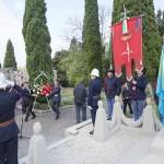 deposizione della corona da parte dell'ambasciatore Yelemessov e dal console Bellinello